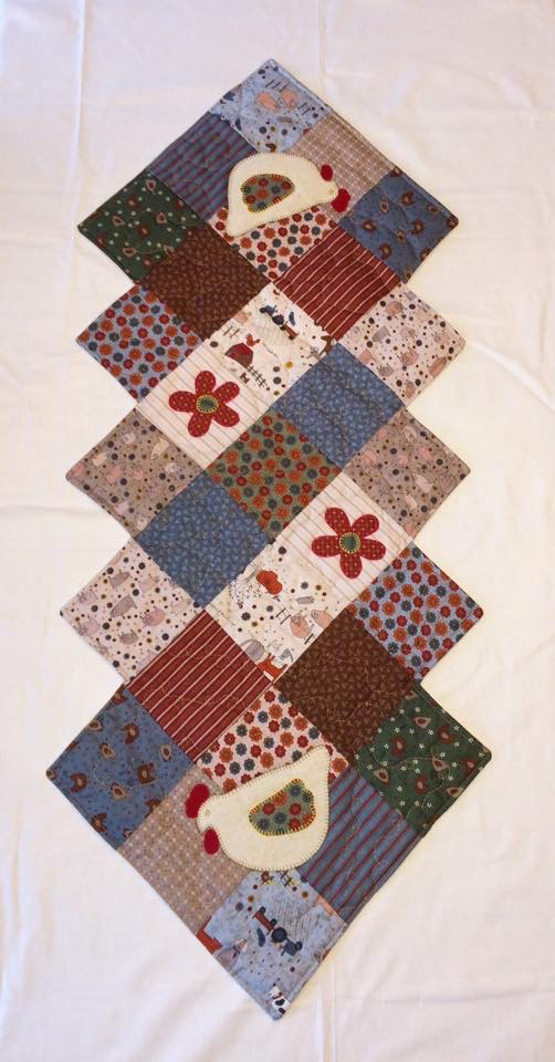 Table runner Cross patch Lynette Anderson fabrics chickens